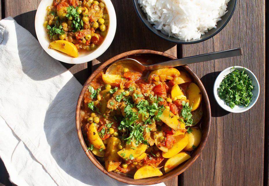Aloo Matar – Easy Pea & Potato Curry (Vegan)